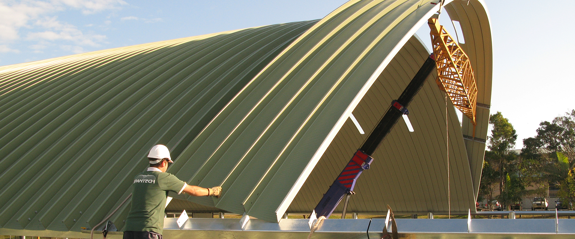 Wide span curved roofing solutions